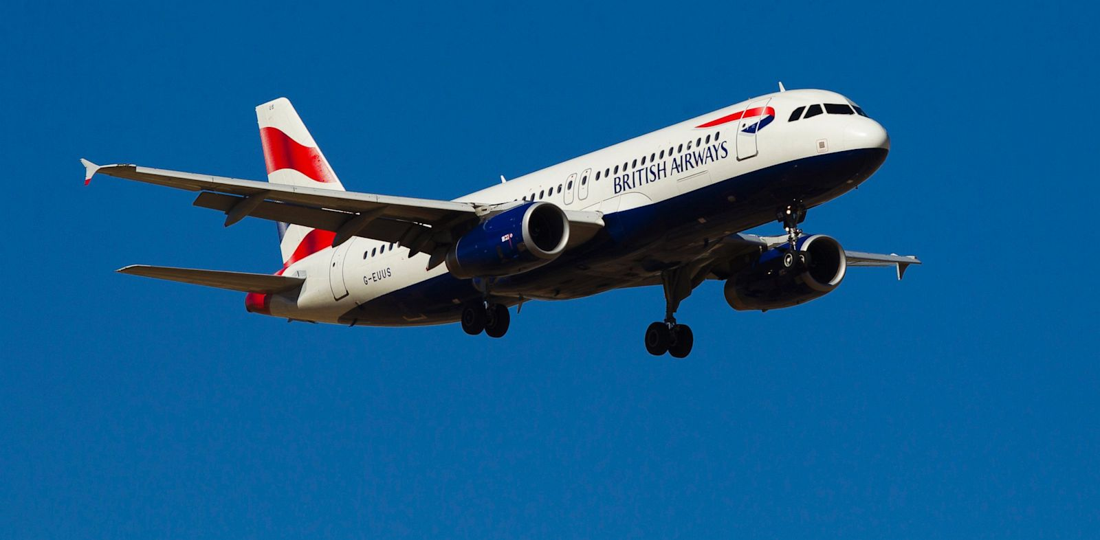 PHOTO: A British Airways passenger jet prepares to land at Madrid Barajas airport in Madrid, Spain, Aug. 6, 2013.