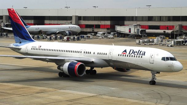 GTY delta airplane 131203 16x9 608 Stranded Passengers Cry Foul When Bumped for Gators Basketball Team