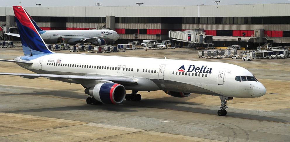PHOTO: A Delta Airlines jet arrives at Atlanta-Hartsfield International Airport in Atlanta.