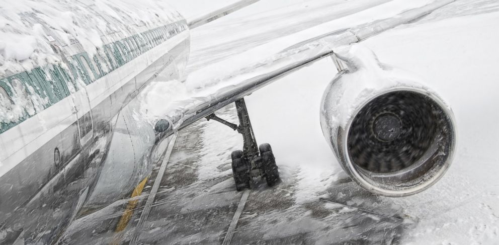 PHOTO: Winter weather is causing flight delays in many states.