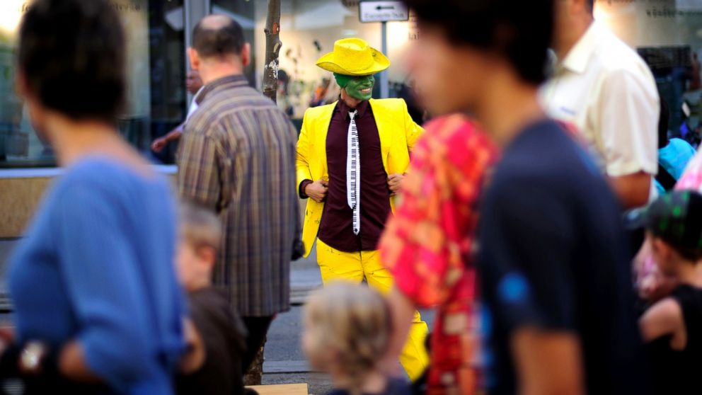 PHOTO: A man performs as human statue on La Ramblas St. in Barcelona, Spain, Oct. 29, 2009.