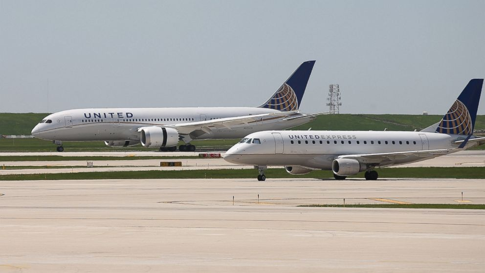 PHOTO: A United Airlines Boeing 787 Dreamliner lands at OHare International Airport in Chicago, May 20, 2013.
