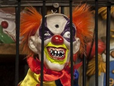 Creepy Clown Hotel Scares Pants Off Guests