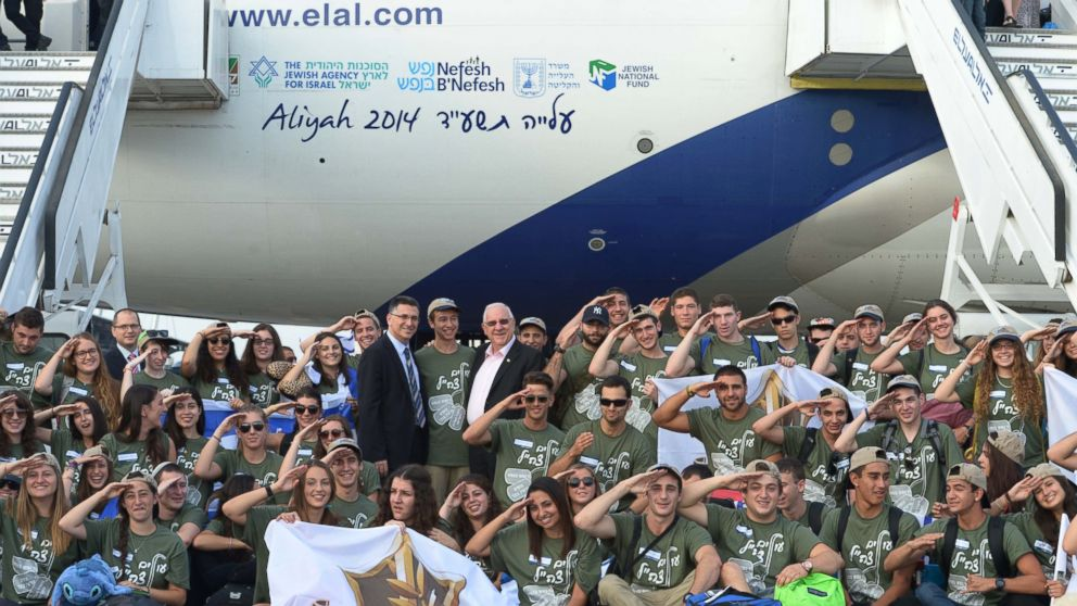 PHOTO: In the last two months, EL AL Israel Airlines has flown over 600 immigrants from USA and Canada to Israel.