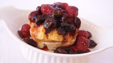 PHOTO: BedandBreakfast.com declares the Midwest the winner of its Best B&B Breakfast Tournament with the Apple Cheese Stuffed French Toast with Midwest Berry Sauce from the Farmers Guest House in Galena, Ill.