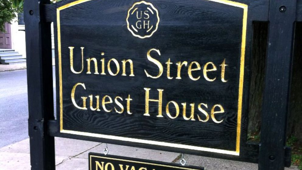 PHOTO: A Hudson Valley inn now fines guests $500 for every negative review that appears online.