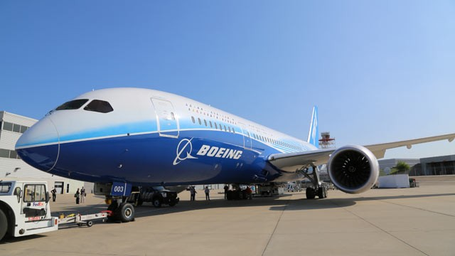 PHOTO: Boeings 787 Dreamliner -- with more oxygen thats cleaner and less dry than current plane air -- is finally making its domestic debut this holiday season.
