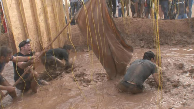 PHOTO: ABCs Matt Gutman ran the almost 13-mile-long obstacle course, through mud pits, over walls and across ropes.