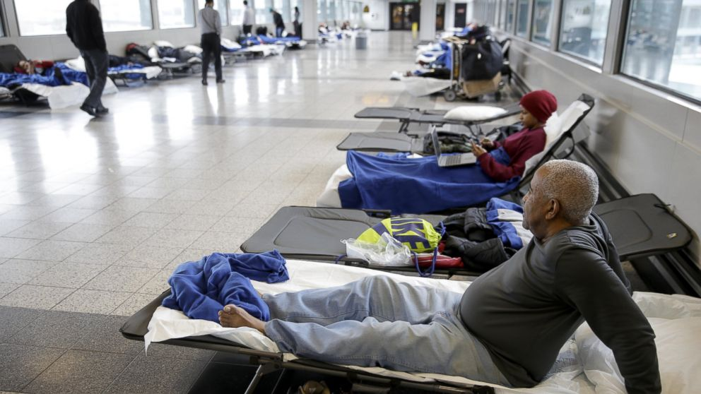 PHOTO: Cots line a hallway where stranded travelers slept at LaGuardia Airport in New York, on Jan. 27, 2015.