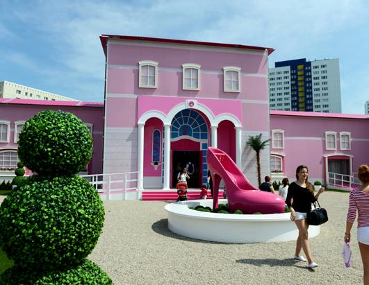 Life sized barbie dreamhouse opens in berlin photos abc news Build my dream house