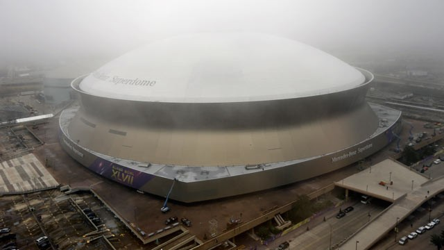 PHOTO: Workers put up signage for the upcoming Super Bowl on the Superdome in New Orleans, Jan. 15, 2013.