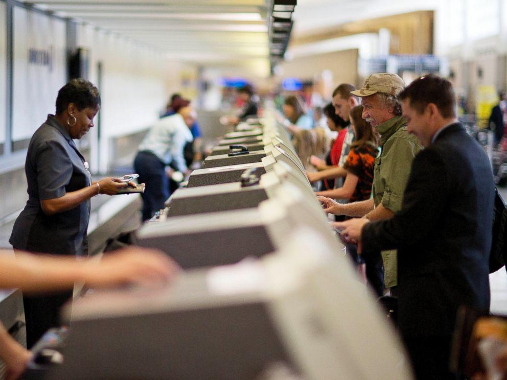 PHOTO: Travelers check-in at a United Airlines counter at Hartsfield ?Jackson Atlanta International Airport, July 8, 2015, in Atlanta.