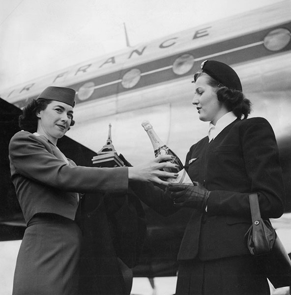 gty 1950 france flight attendants lpl 130807 wblog 13 Fantastic Flashback Flight Attendant Fashions