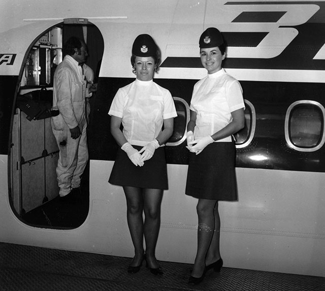 gty 1971 flight attendants lpl 130807 wblog 13 Fantastic Flashback Flight Attendant Fashions