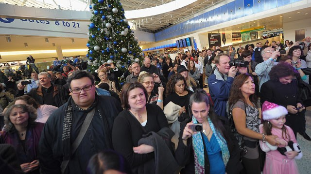 PHOTO: A crowd is shown at JFK Airport, Dec. 15, 2011 in New York City.