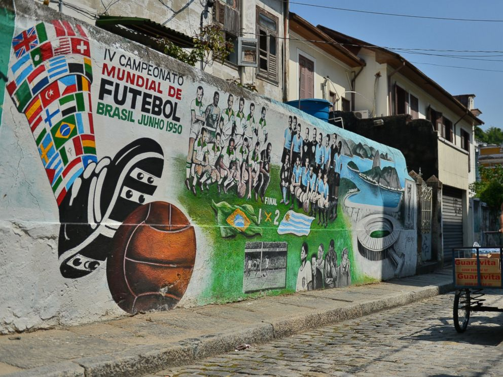 PHOTO: View of a mural paint depicting the final match of the 1950 FIFA World Cup, Brazil vs Uruguay, in Rio de Janeiro on April 8, 2014, Brazil.