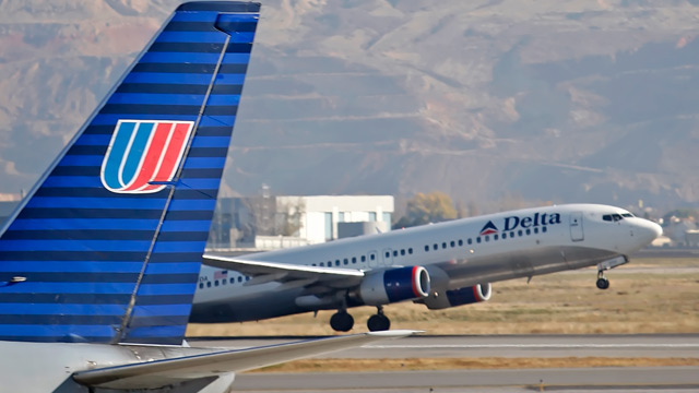 PHOTO: A Delta plane makes its way past a United plane at the Salt Lake City Airport in Salt Lake City, Utah, U.S., on Nov. 15, 2007.