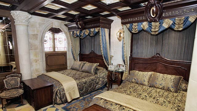 PHOTO: Cinderella suite bedroom