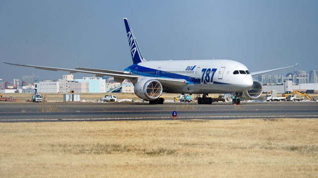 PHOTO: A Boeing Co. 787 Dreamliner aircraft operated by All Nippon Airways Co. (ANA) stands with its engines covered at Haneda Airport in Tokyo, Japan, Jan. 30, 2013.
