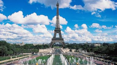 PHOTO: The Eiffel tower and fountains of the Trocadero, Paris, Ile-de-France, France.