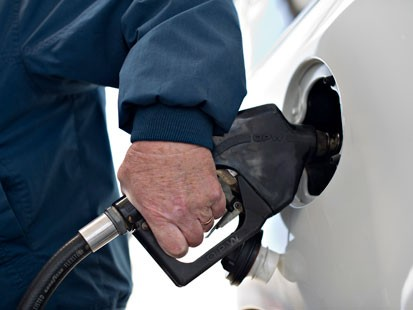 PHOTO: Tips to finding cheaper gas on Memorial Day weekend.