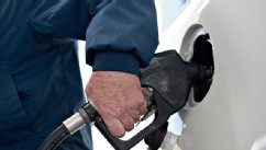 Tips to finding cheaper gas on Memorial Day weekend.