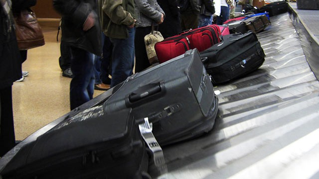 PHOTO: Passengers wait for luggage on a baggage carousel at San Jose International Airport in San Jose, Calif.