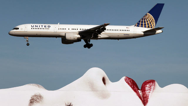 PHOTO: A United Airlines 777 passes a billboard on approach to Los Angeles International Airport, January 17, 2013, in Los Angeles.