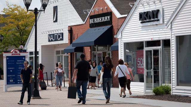 top 10 new york outlets, malls, and stores Outlet malls exploded in popularity in the last fifteen years and became one of the fastest-growing retail segments in the US. However, most outlets are located in the middle of nowhere, far away from New York.