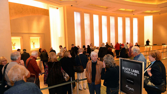 PHOTO: The first guests check into Atlantic Citys Borgata Hotel Casino & Spa after superstorm Sandy, November 2, 2012.