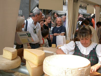 Italys biannual cheese orgy images 39