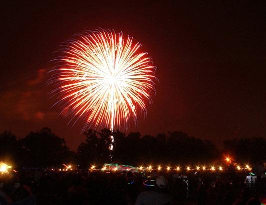 Ss fireworks on brooklyn bridge new years eve