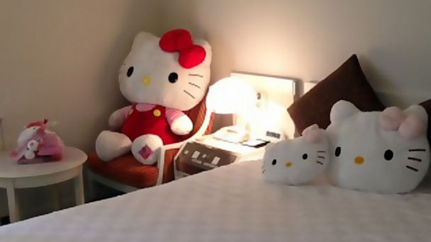ht hello kitty hotel japan thg 130827 16x9 608 Hello Kitty Themed Hotel Suite Open