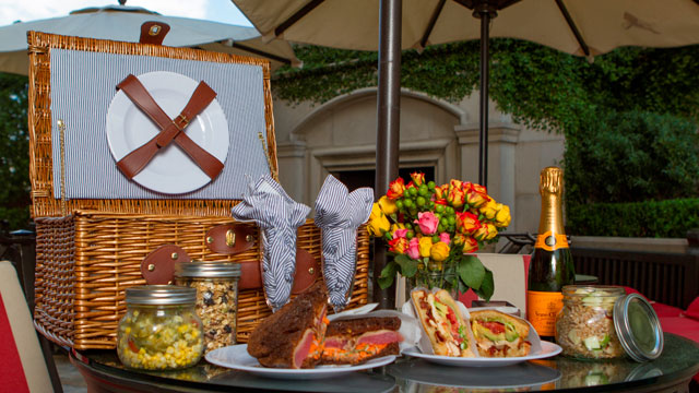 "PHOTO:When it comes to packing a basket, the St.Regis hotel in Georgia's sassy Real Housewives city takes care of business.An entire ""picnic basket menu"" features such items as fried green tomato sandwiches on pumpernickel and Fluffernutter sandwiches wit"