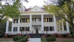 PHOTO: The Twelve Oaks Bed & Breakfast in Covington, Georgia, is one of many bed and breakfasts offering deals to teachers on summer vacation.