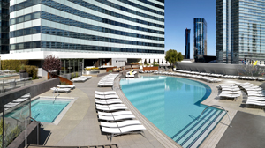 PHOTO Strong sun rays at the Vdara hotel in Las Vegas have been burning guests lounging at the pool.