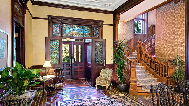 PHOTO: Wentworth Mansion Lobby