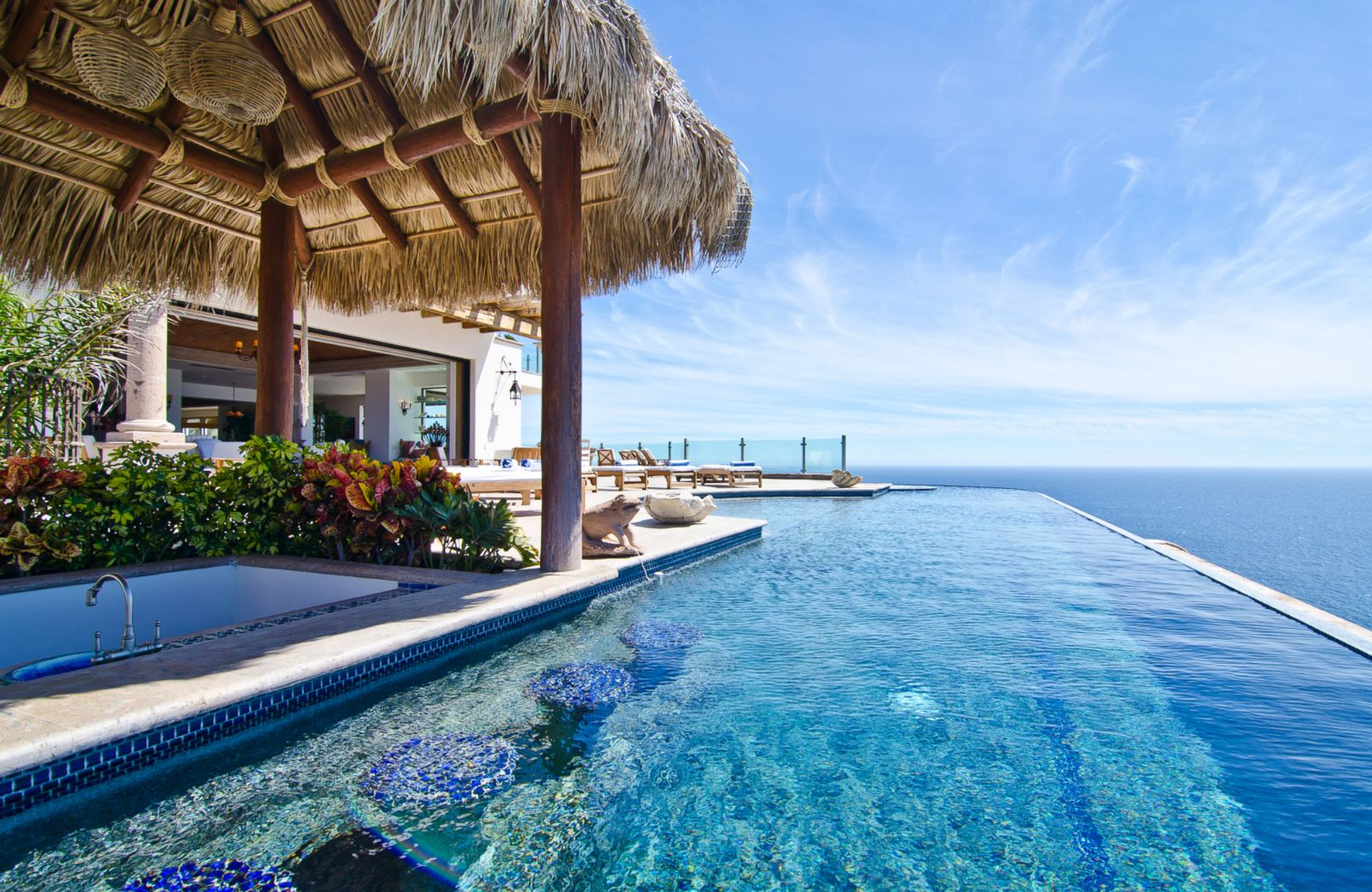 10 vacation rentals with infinity pools photos image 5 for Villas with infinity pools