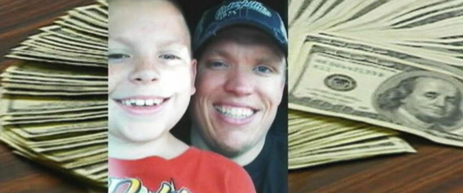 PHOTO: Tyler Schaefer found $10,000 in a hotel drawer in the Hilton Airport Hotel in Kansas City, Missouri.