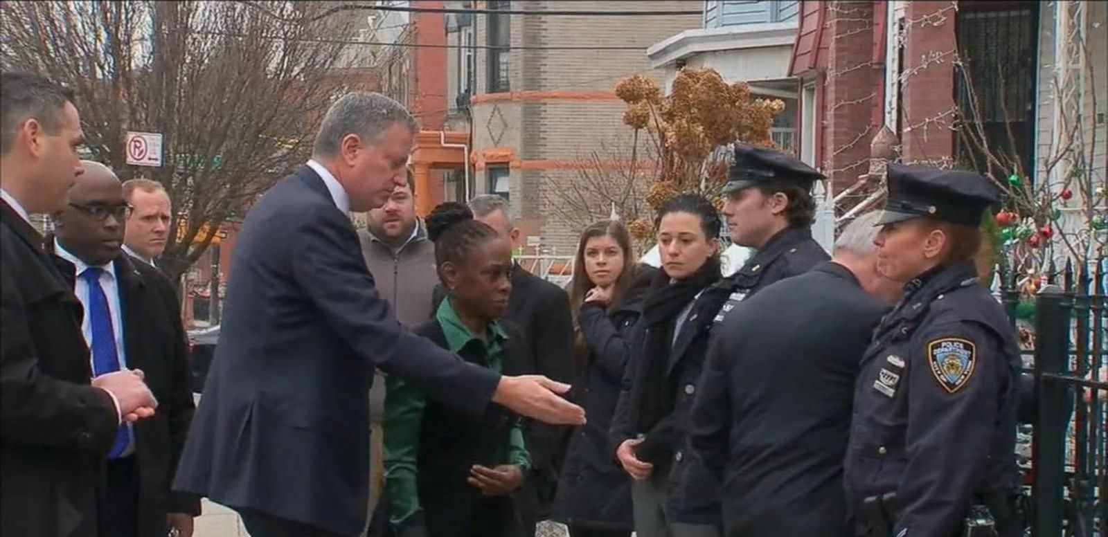 VIDEO: New York Mayor Bill De Blasio and Police Commissioner Bill Bratton visit the homes of slain NYPD officer Rafael Ramos.