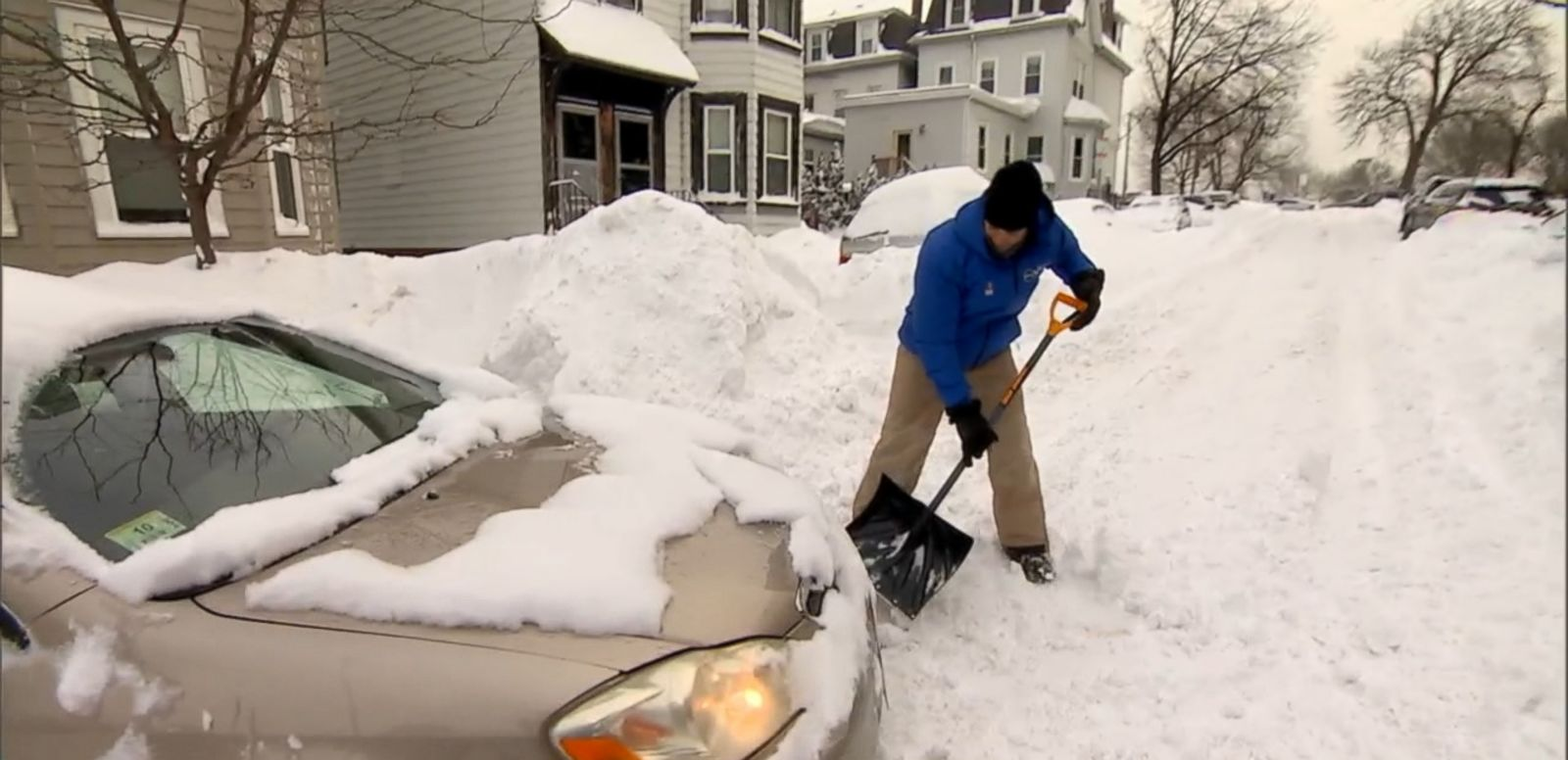 VIDEO:ABC News' Rob Marciano helped a woman free her car from a snow bank in South Boston.