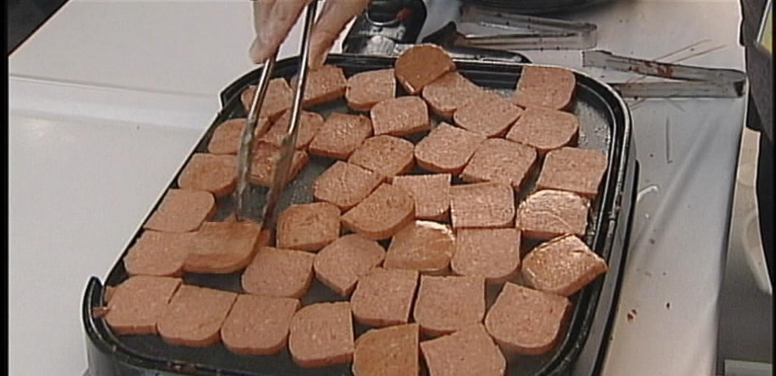VIDEO: Spam lovers take part in the food festival in Hawaii's capital city.