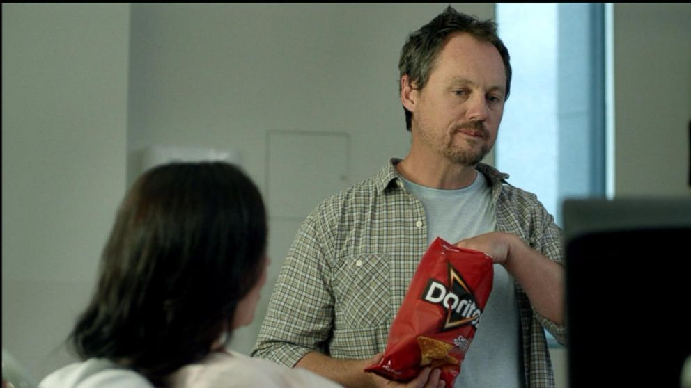 VIDEO: A soon-to-be father brings a bag of chips into the doctors office in this Super Bowl 50 commercial.