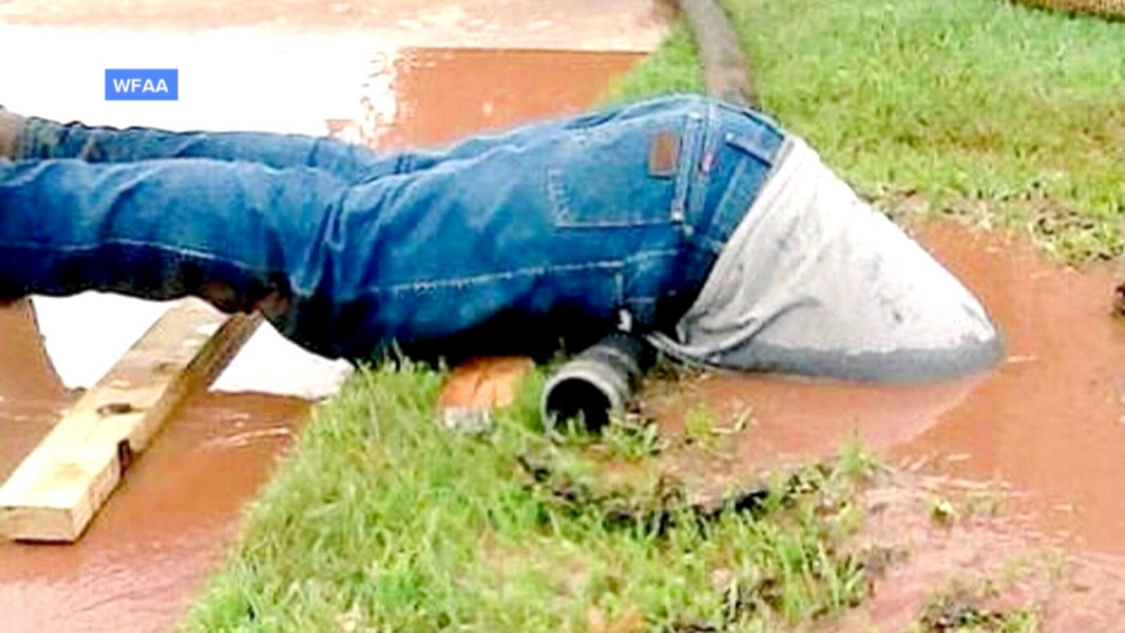 Photo of a utility worker submerged during a water-line repair takes the Internet by storm.