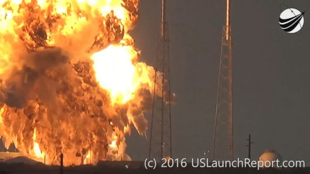 Dramatic footage of the moment that a SpaceX rocket exploded at a launch pad in Florida has surfaced.