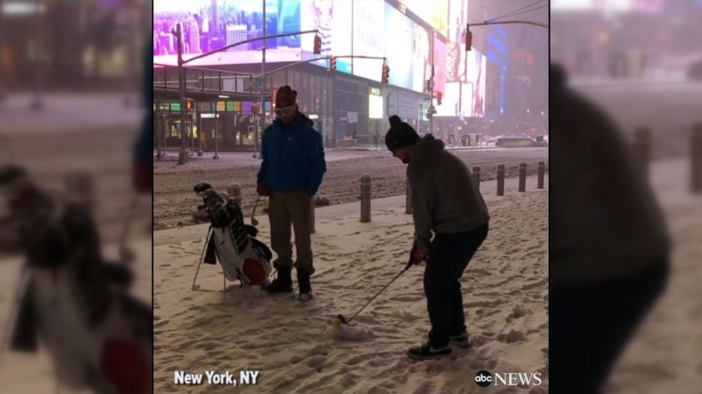 WATCH:  New Yorkers play golf, have snowball fights in winter storm