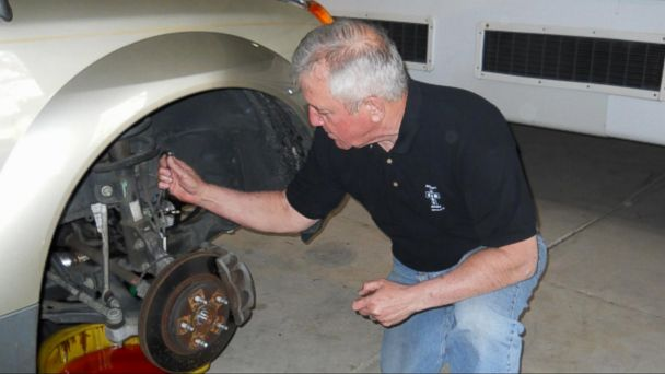 VIDEO: Retired Air Force mechanic fixes cars for the less fortunate for free