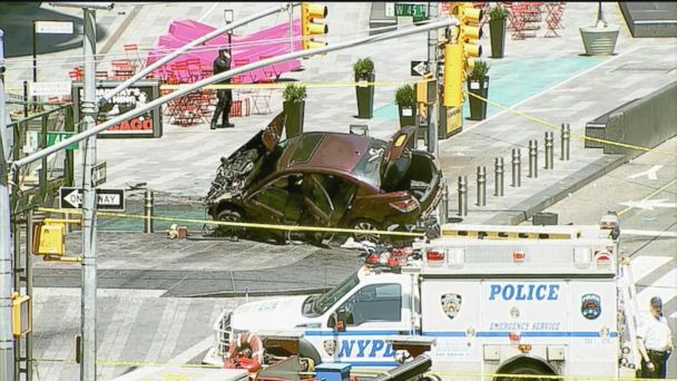VIDEO: At least 1 dead after car plows into pedestrians in Times Square