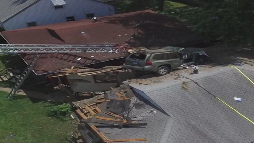 Suv Loses Control Lands On St Louis House Video Abc News