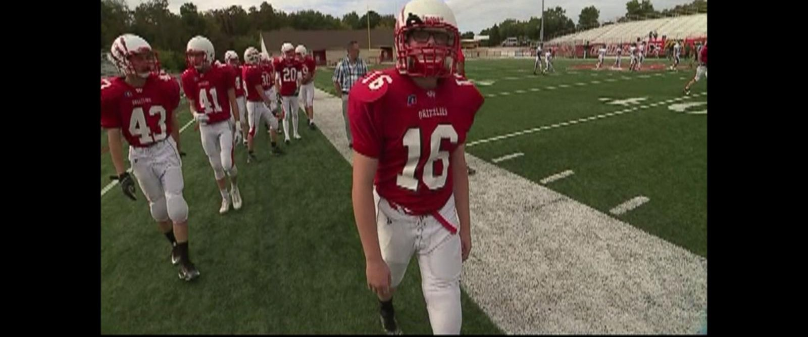 VIDEO: Teen with prosthetic leg defies odds on football field